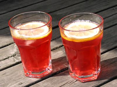 Sangrisaft gjord på röda vinbär.